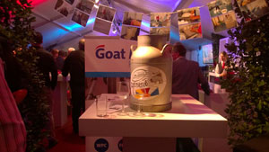 2014-25-september-goat-milk-de-collectebus-centraal-opgesteld.jpg